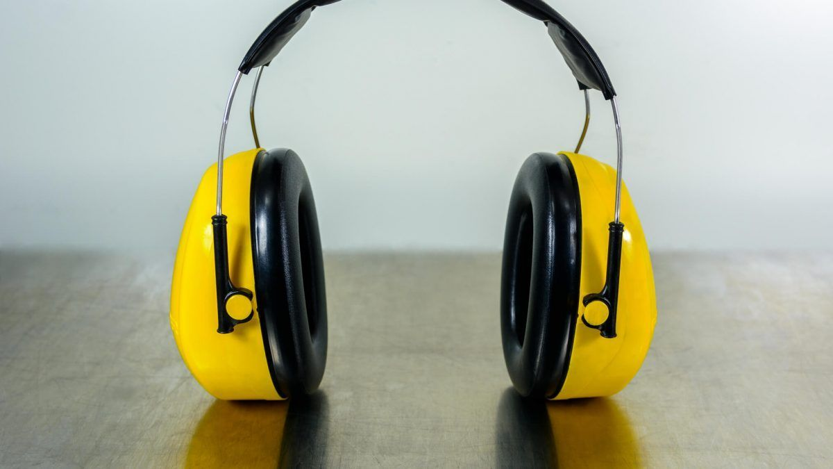 4 cuidados essenciais com a saúde auditiva do seu colaborador